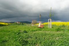 Kříž-a-kostel